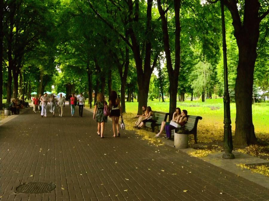 Main Alley in Mariïns'kyy Park, Kyiv, Ukraine